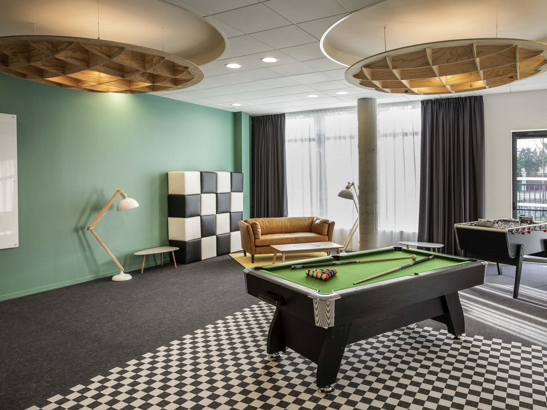 billard-room-hotel-circuit-24-hours