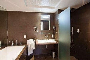grand-prix-hotel-bathroom-522