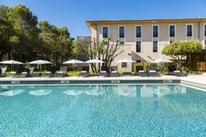 grand-prix-hotel-pool-2-525