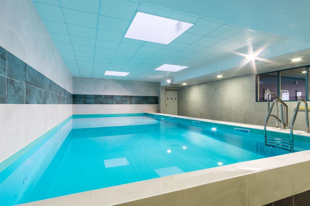 piscine-intérieure-chauffée-hôtel-tours-le-mans