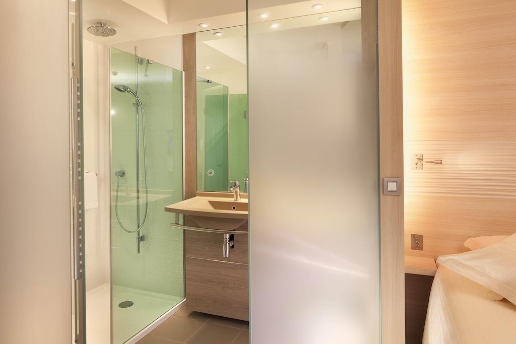 bathroom-hotel-circuit