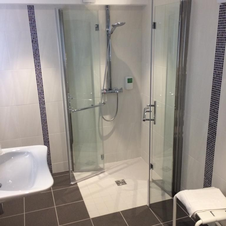 shower-room-hotel-le-mans