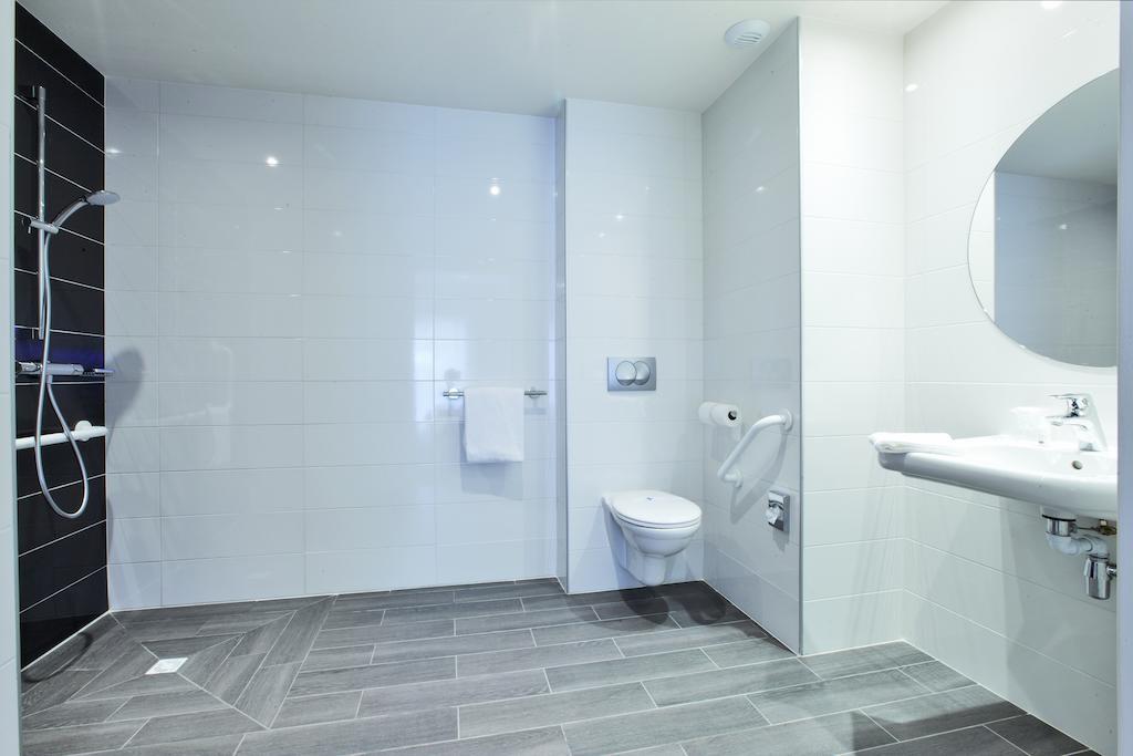 salle-de-douche-PMR-hotel-le-mans