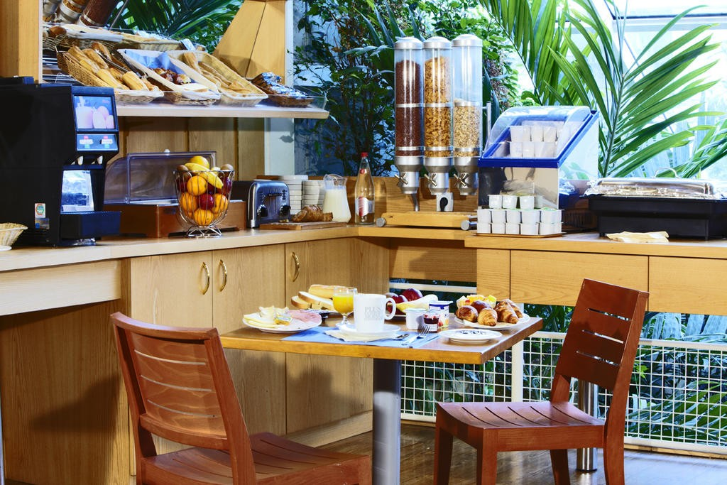 breakfast-room-hotel-le-mans-tours