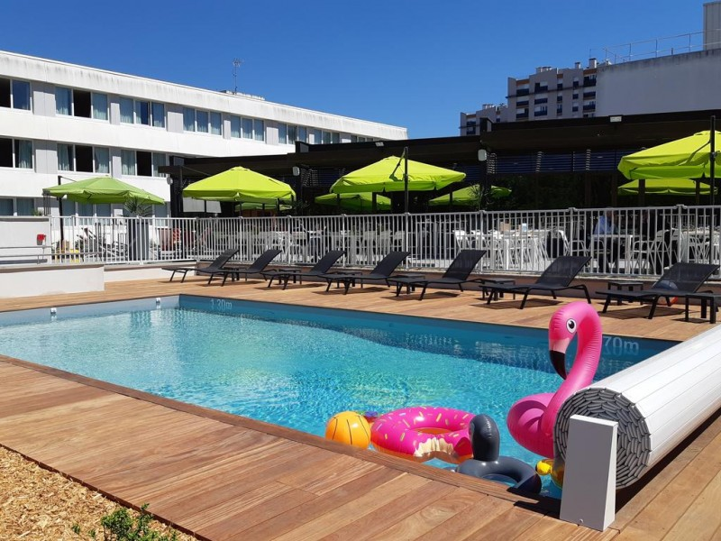 swimming-pool-hotel-le-mans-circuit