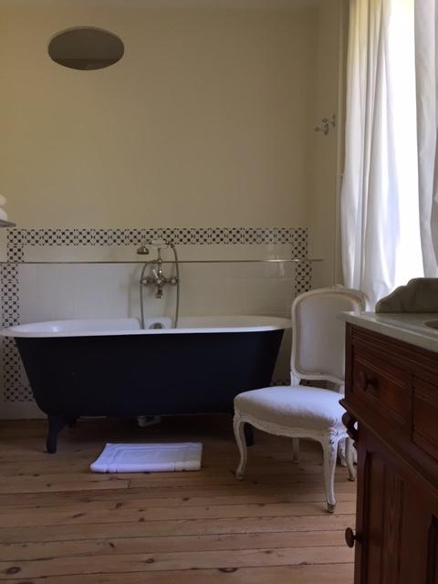 bathroom-castle-24-hour-of-le-mans