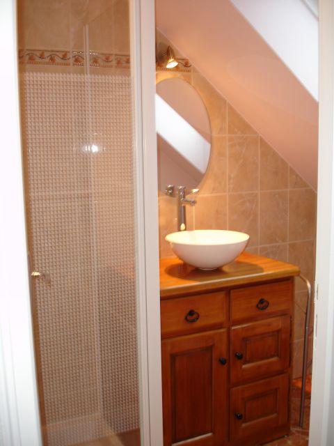 studio-close-circuit-shower-room