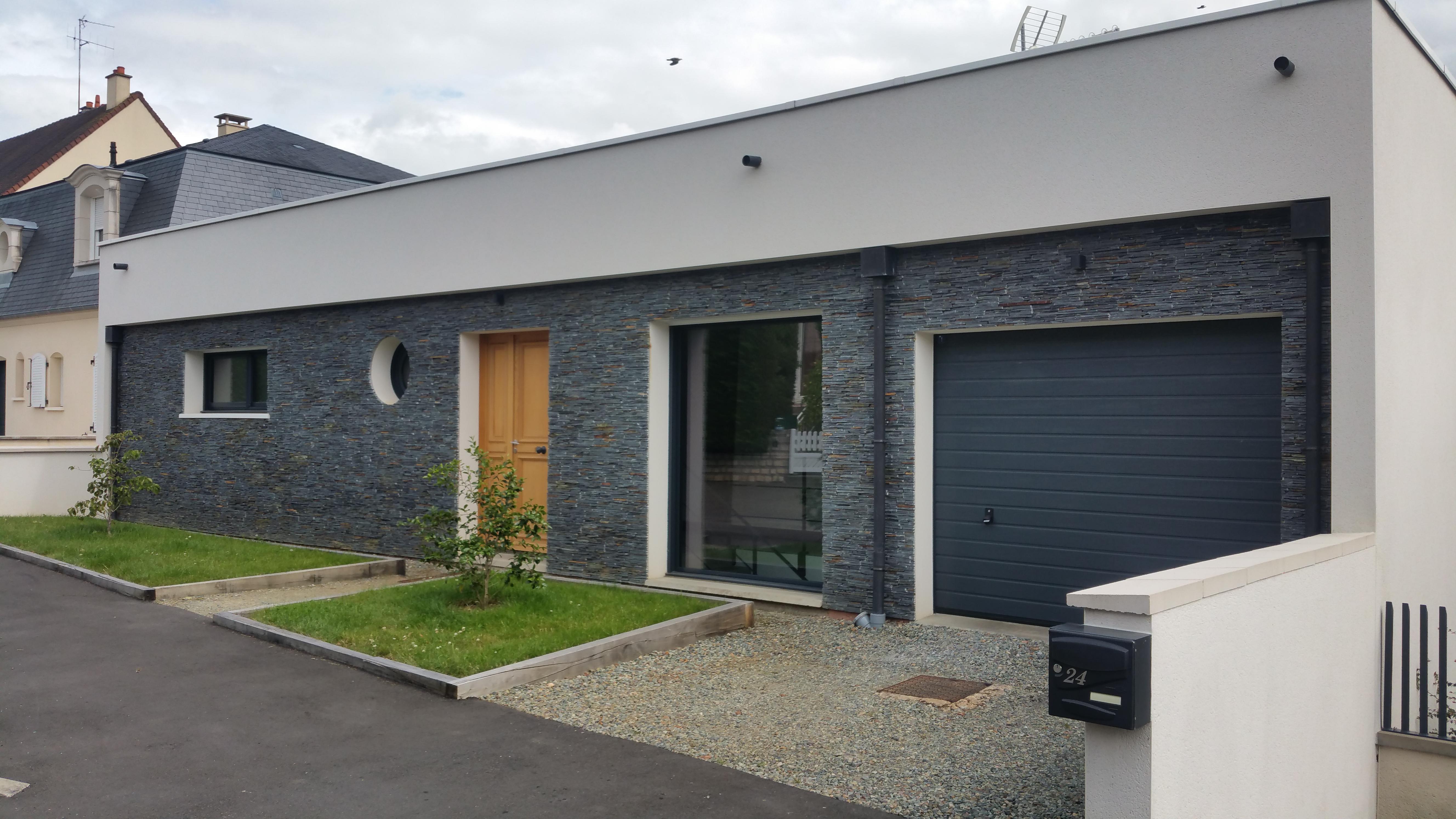 Outdoor_modern_house_le_Mans