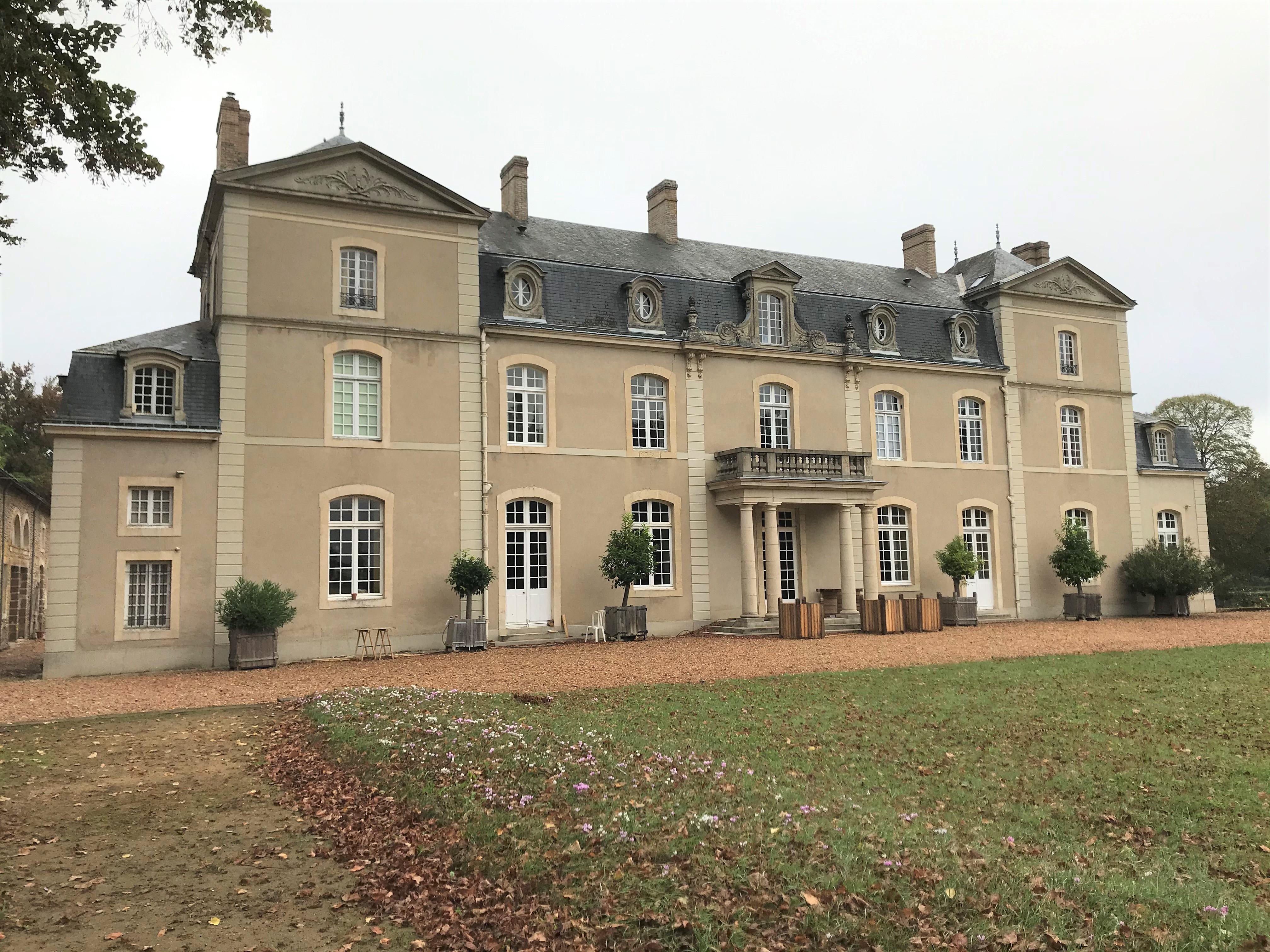 Façade_hôtes_24h_lemans_château