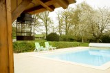 Swimming_pool_le_mans_b&b_race