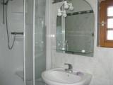 bathroom_guests-housej_lemans_b&b_