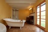 bathroom_le_mans_24h_race_cottage_castle