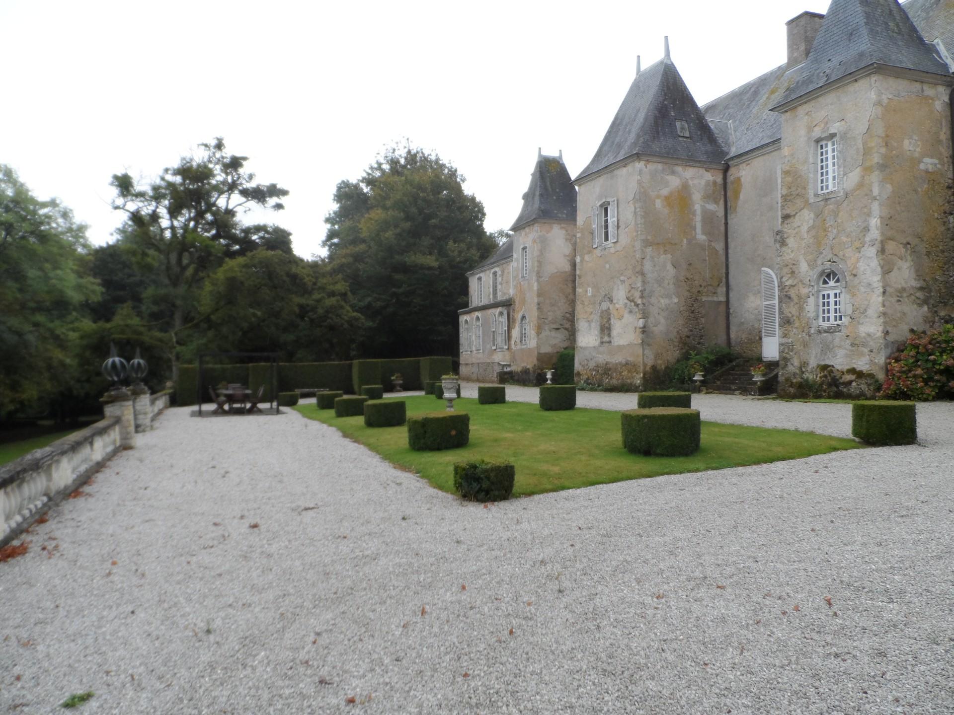 castle-le-mans-circuit-24-hour