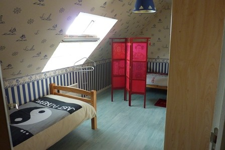 Twin_room_guestshouse_24h_lemans_b&b