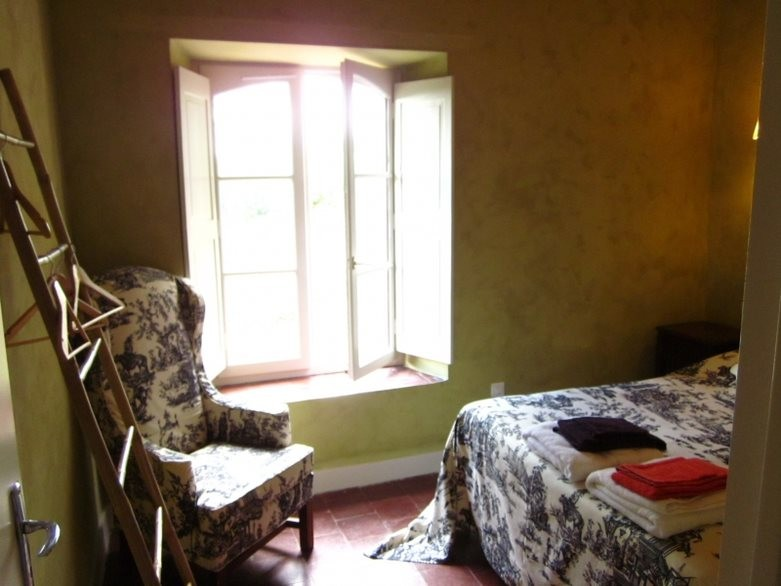 Room-2-in cottage-1-1379-E