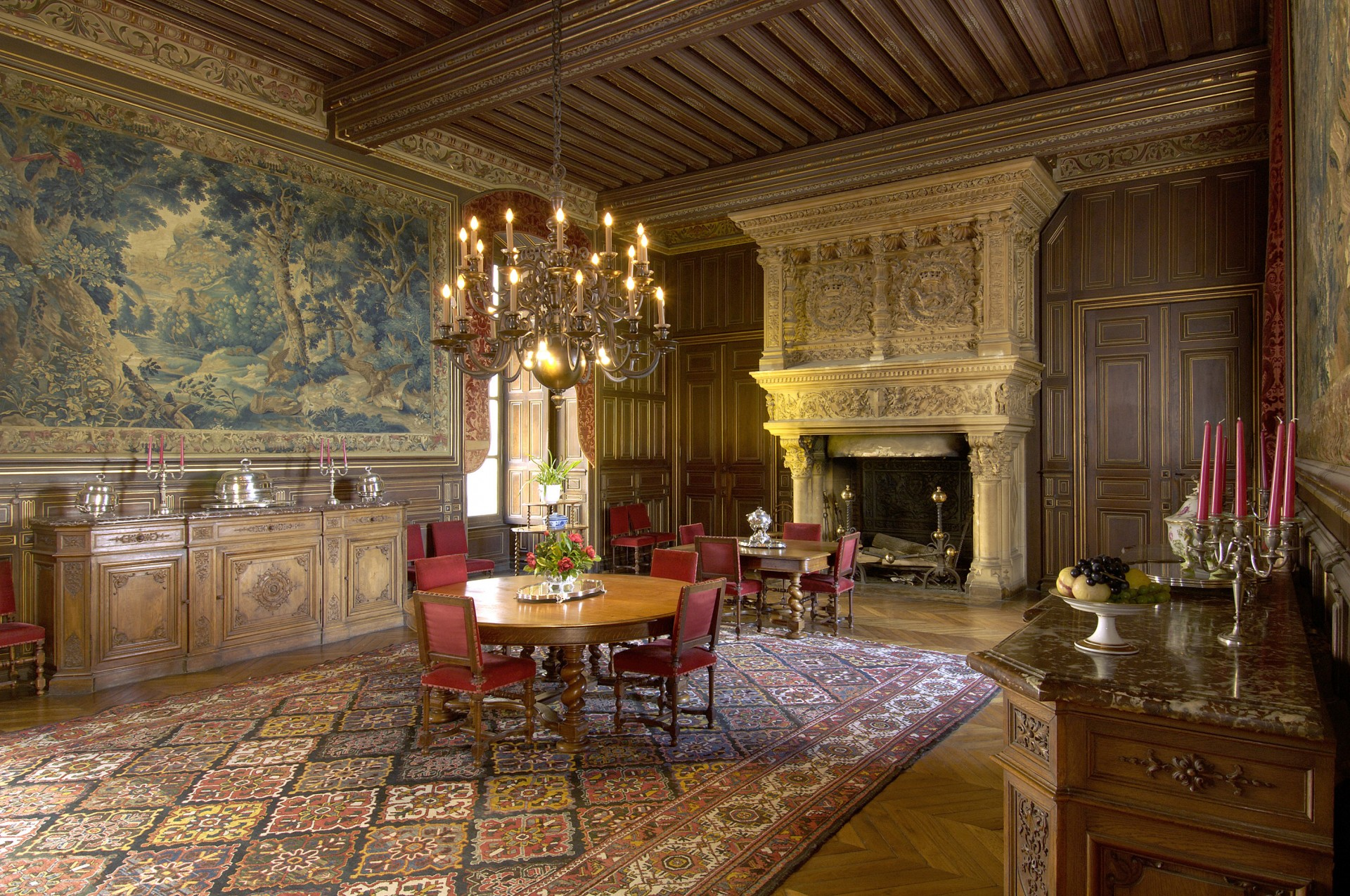 Dining_room_le_mans_24h_race_castle