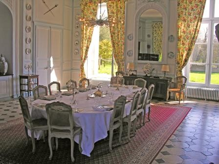 dining_room_le_mans_24h_cottage_castle