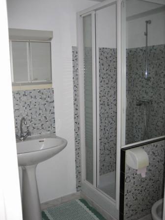 bathroom-apartment-B&B