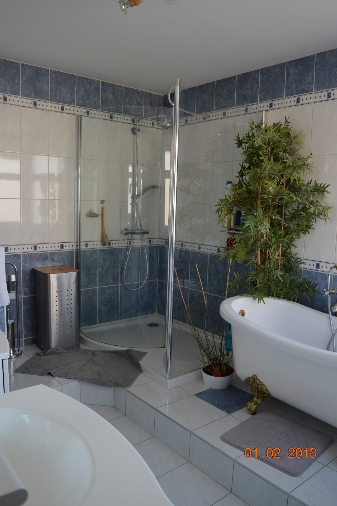bathroom_guesthouse_lemans_24h_b&b