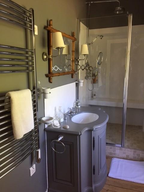 shower-room-castle-circuit-24-hours