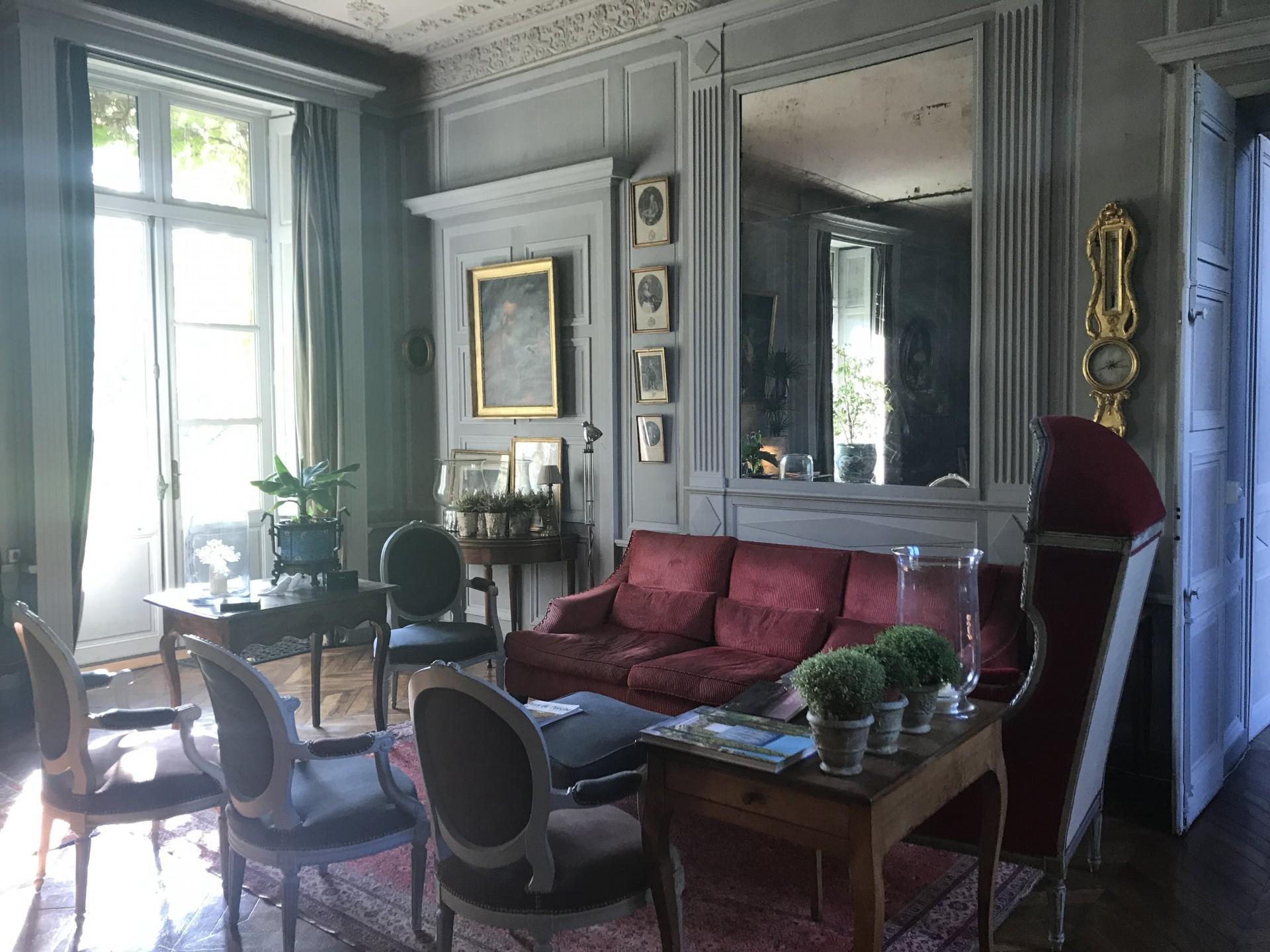 livingroom_guestshouse_24h_lemans_castel