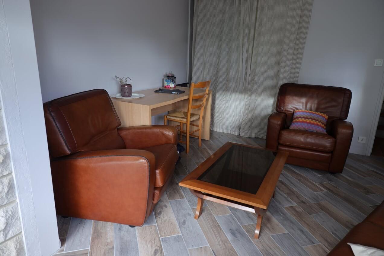 living_room_le_mans_race_b&b_24h