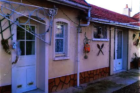 outside_guestshouse_24h_lemans_cottage