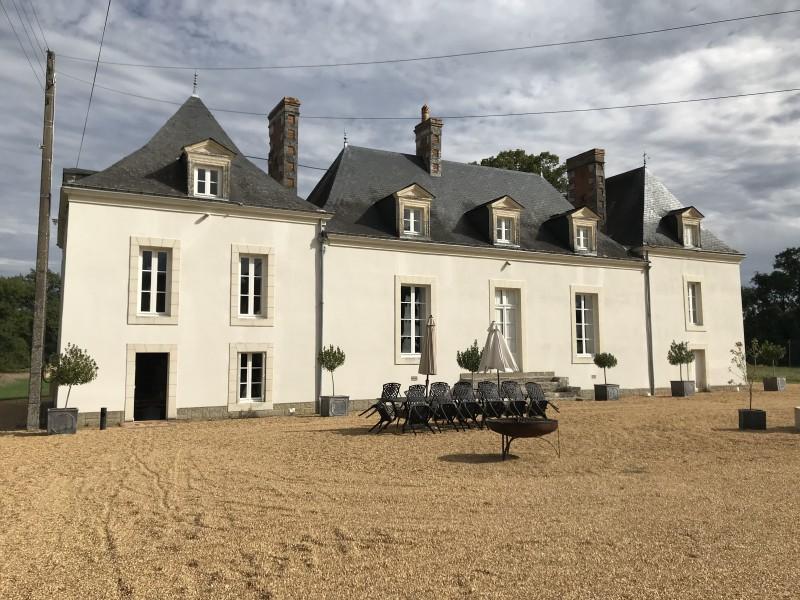 Façade_et_jardin_hôtes_24h_lemans_château