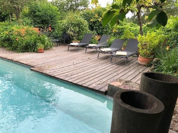 swimming_pool_le_mans_24h_race_cottage