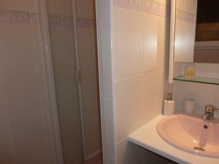 Shower_room_24h_lemans_race_b&b