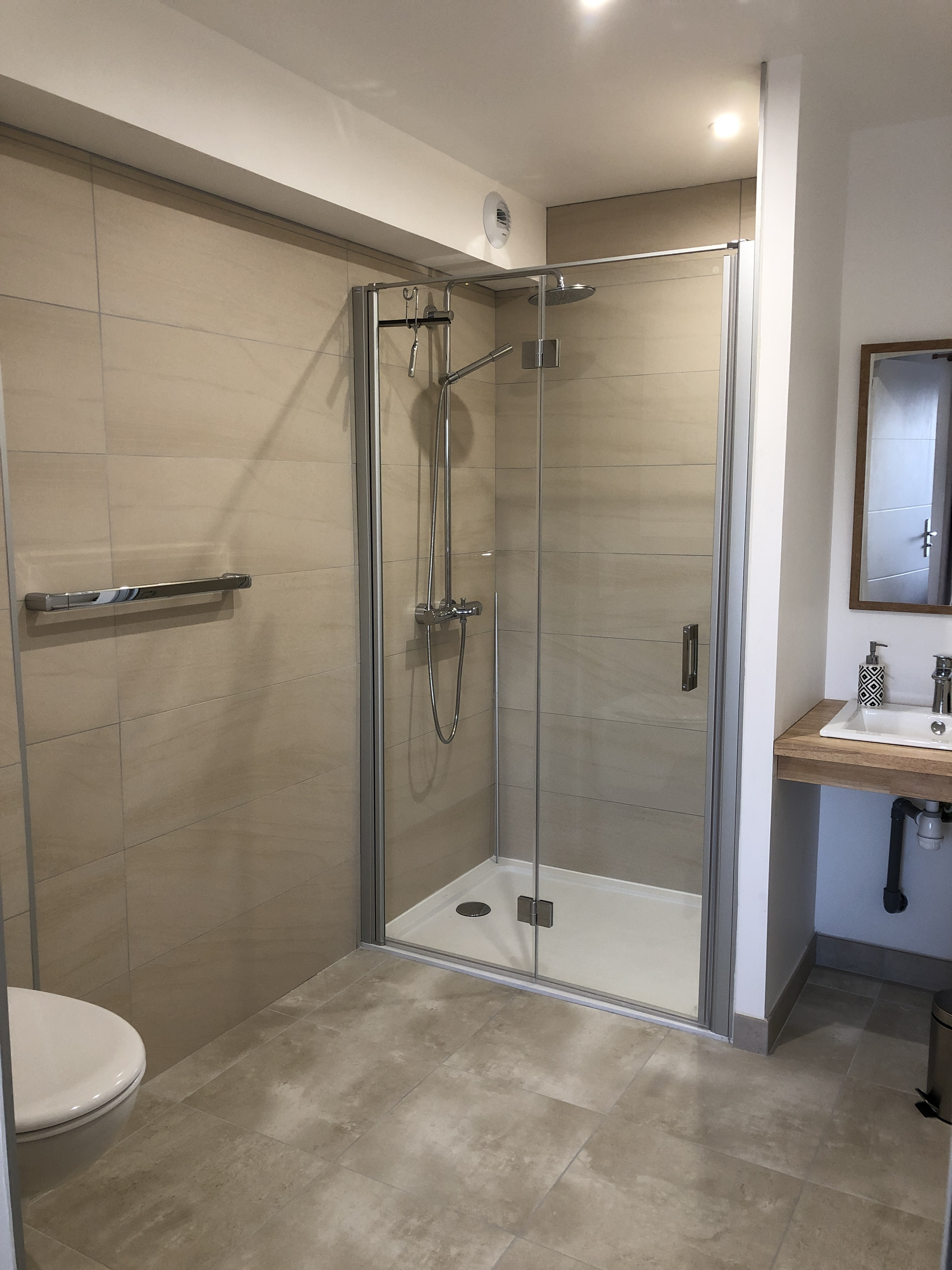 shower-room-cottage-circuit-le-mans