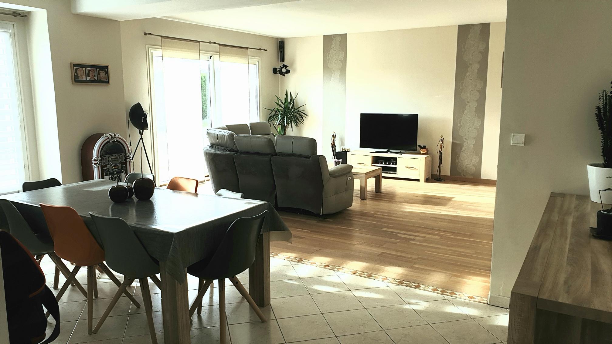 living_room_guestshouse_24h_lemans_b&b