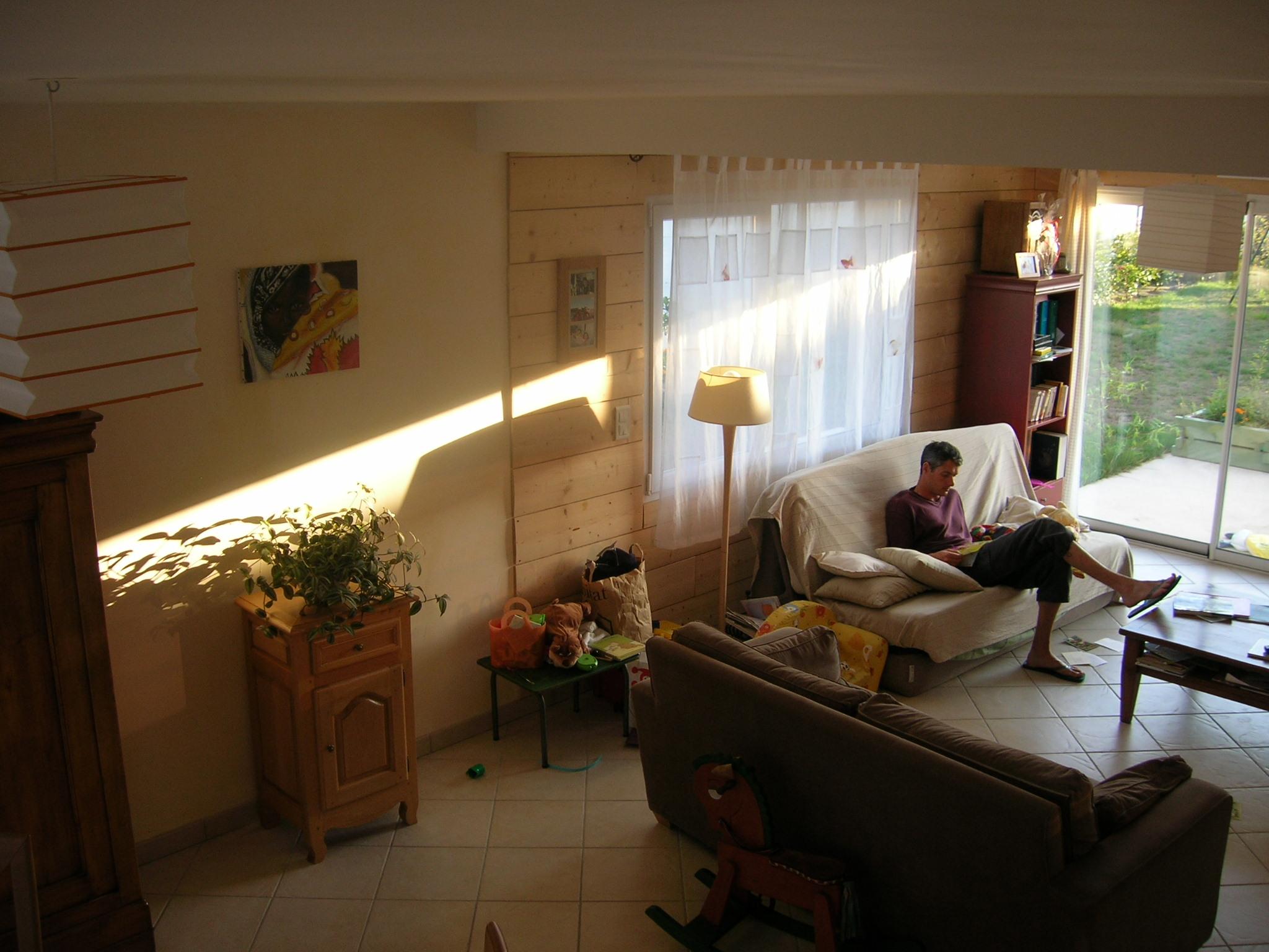 living-room_guests_house_24h_lemans_b&b